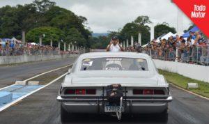 El Camaro SS piloteado por Ariel González Jr, alineándose en Costa Rica.
