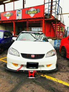 Su vehículo de competencia en el Honda Day.