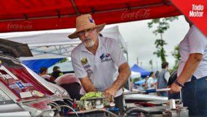 Don Ariel González, leyenda del automovilismo en Panamá. Ha construido totalmente el Camaro SS.